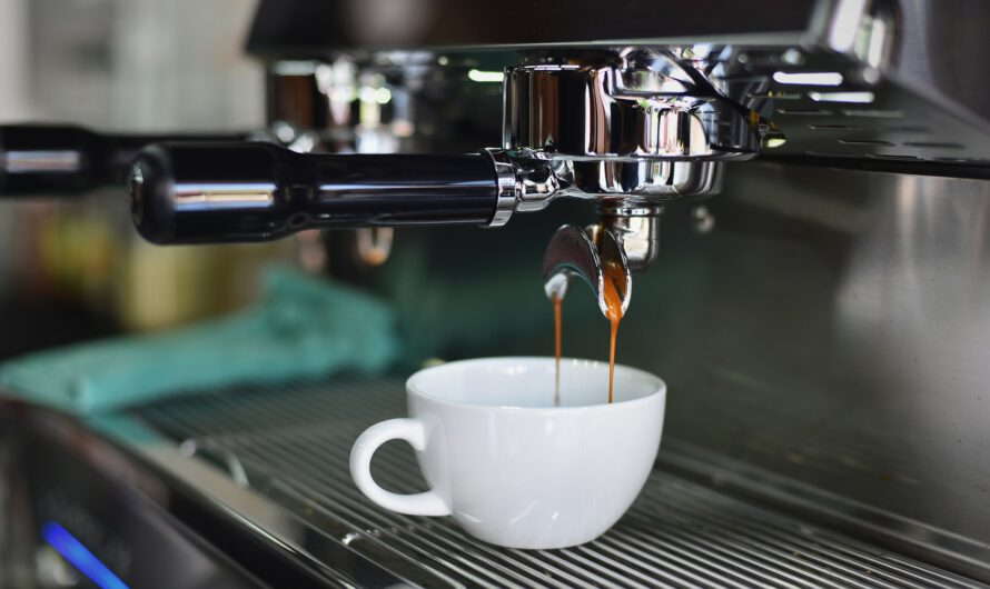 Smaczny napój z gastronomicznego ekspresu do kawy
